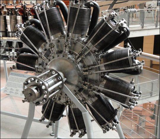 Поршневой двигатель самолета.