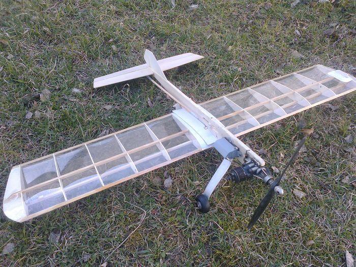 Простой кордовый самолет для тренировок
