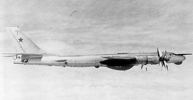 Противолодочный самолет ту-142.