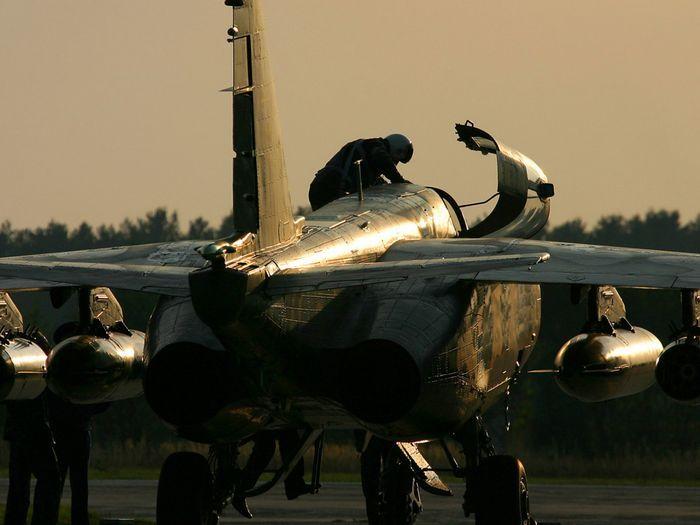 Самолет-буксировщик мишеней су-25бм.