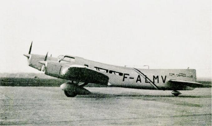 Самолет для дальних перелетов couzinet 33 biarritz. франция