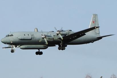 Самолет радиотехнической разведки ил-20.