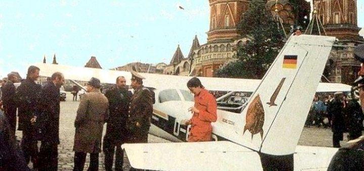 Самолет сел на красной площади 1987. факты. видео.