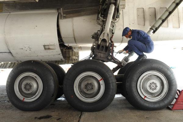 Шасси самолета. фото. видео. колеса. посадка на шасси.