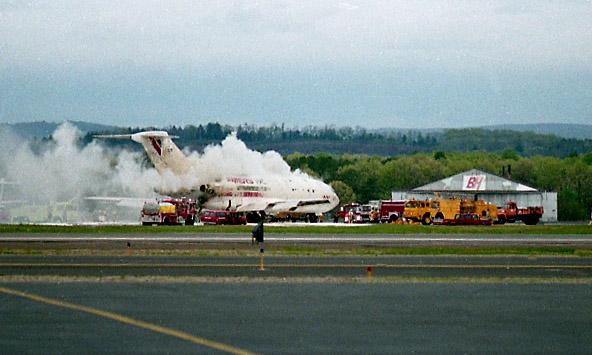 Схватка с огнем. самолет загорелся.
