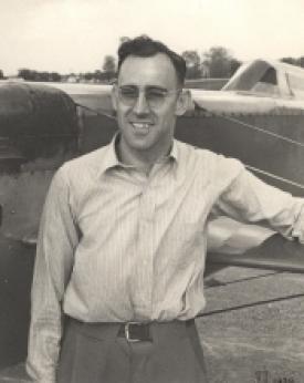Сильвестр уиттман и его гоночный самолет wittman d-12 bonzo. сша