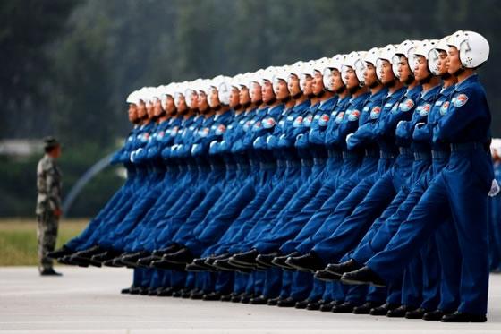 Состав экипажа военного самолета. нормы работы.