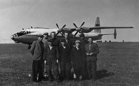 Среднемагистральный пассажирский самолет ан-10.