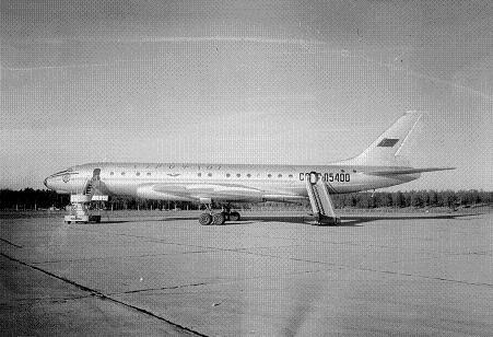Среднемагистральный пассажирский самолет ту-104.