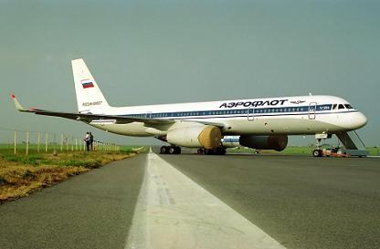 Среднемагистральный пассажирский самолет ту-204.