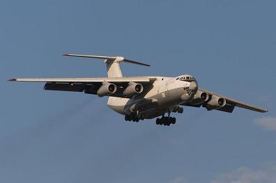Средний транспортный самолет ил-76т.