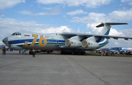 Средний военно-транспортный самолет ил-76мф.
