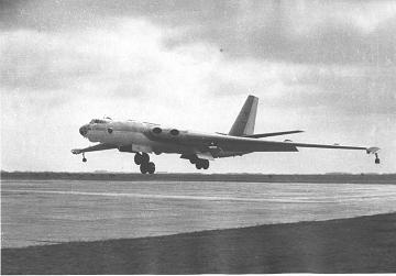 Стратегический бомбардировщик м-4.