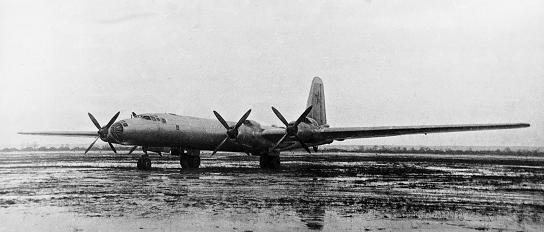 Стратегический бомбардировщик ту-85.