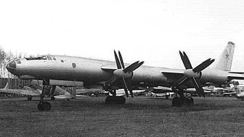Стратегический бомбардировщик ту-95а.
