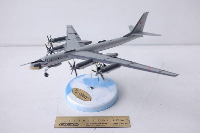 Стратегический бомбардировщик ту-95в.