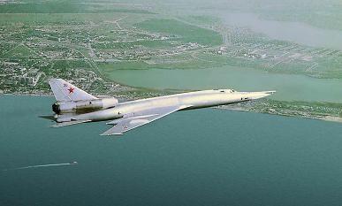 Тактический самолет-разведчик ту-22р.