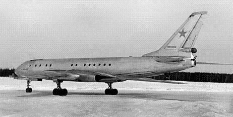 Тактический транспортный самолет ту-107.