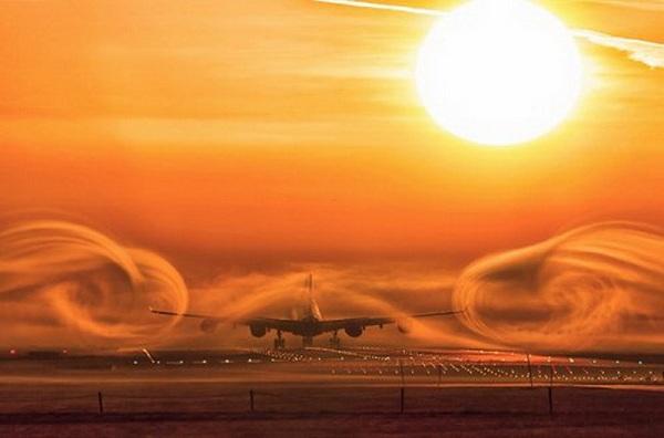 Торможение самолета при посадке. видео. фото.