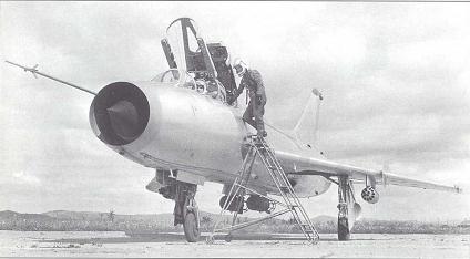 Учебно-боевой истребитель су-7у.