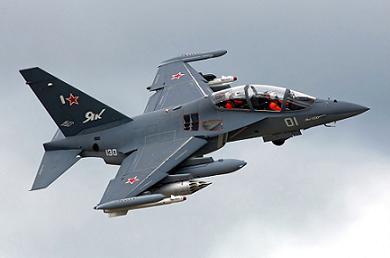Учебно-боевой самолет як-130.