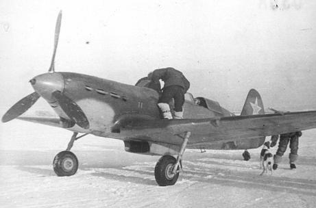 Учебно-тренировочный истребитель як-7в.