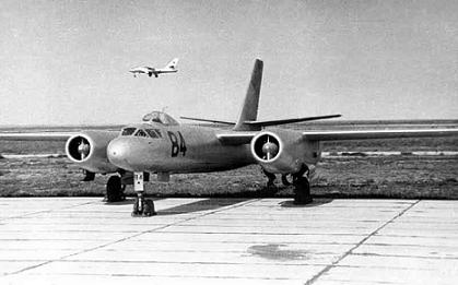 Учебно-тренировочный самолет ил-28у.