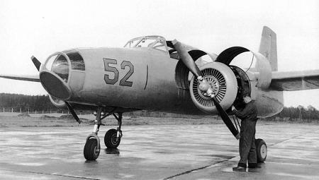 Учебно-тренировочный самолет як-200.