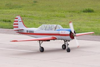 Учебно-тренировочный самолет як-52.