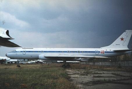 Учебно-тренировочный самолет ту-104ак.