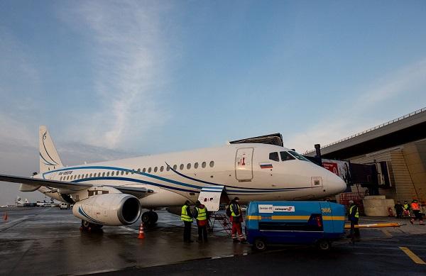 Вакансии авиакомпании газпром авиа. бортпроводники. стюардессы. пилоты.