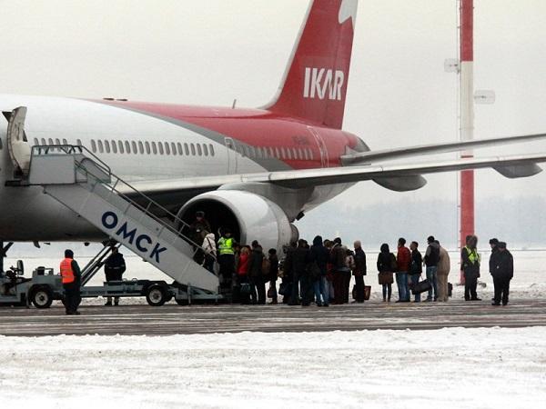 Вакансии авиакомпании икар. бортпроводники. стюардессы. пилоты.