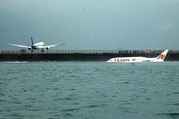Вынужденная посадка самолета на воду